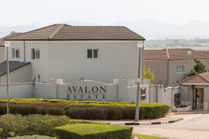 Avalon Estate overlooking the Hottentots-Holland Mountains